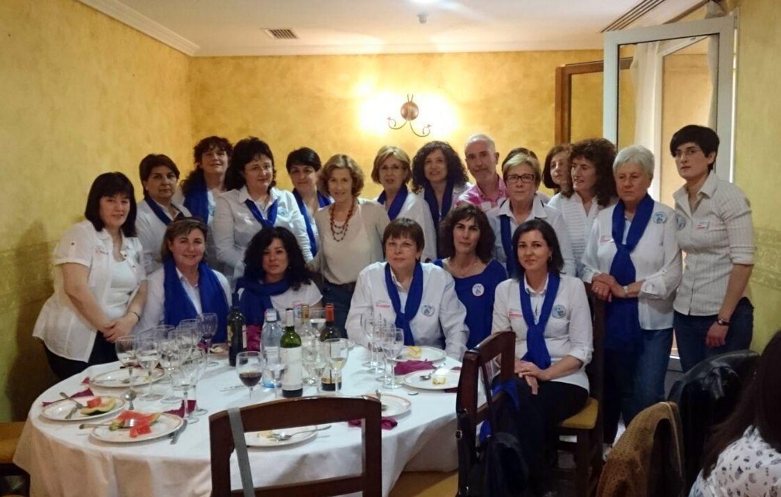 Voluntarias clubes de Munera con Julia Navarro