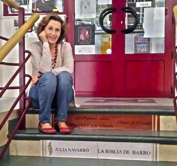 Julia Navarro en la Biblioteca de Munera
